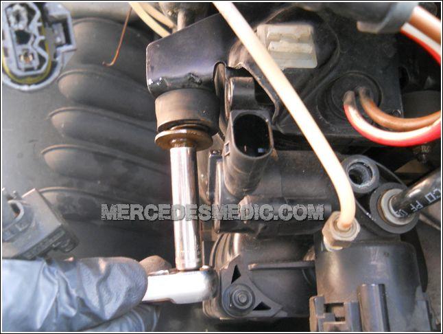 MERCEDES-BENZ_air_matic_air_compresor_repair_how_to_replace_11