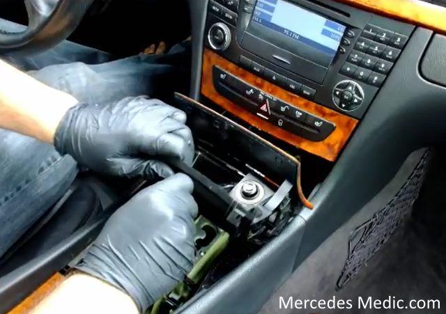 How to remove COMAND Stereo Radio Unit Mercedes-Benz E320