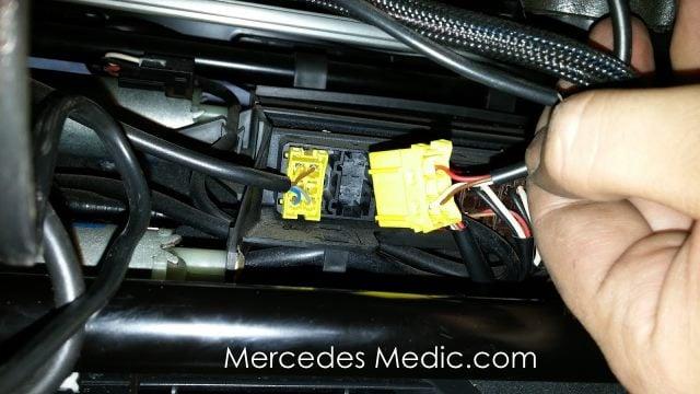 Srs airbag light warning child seat recognition sensor for Mercedes benz seat belt purse