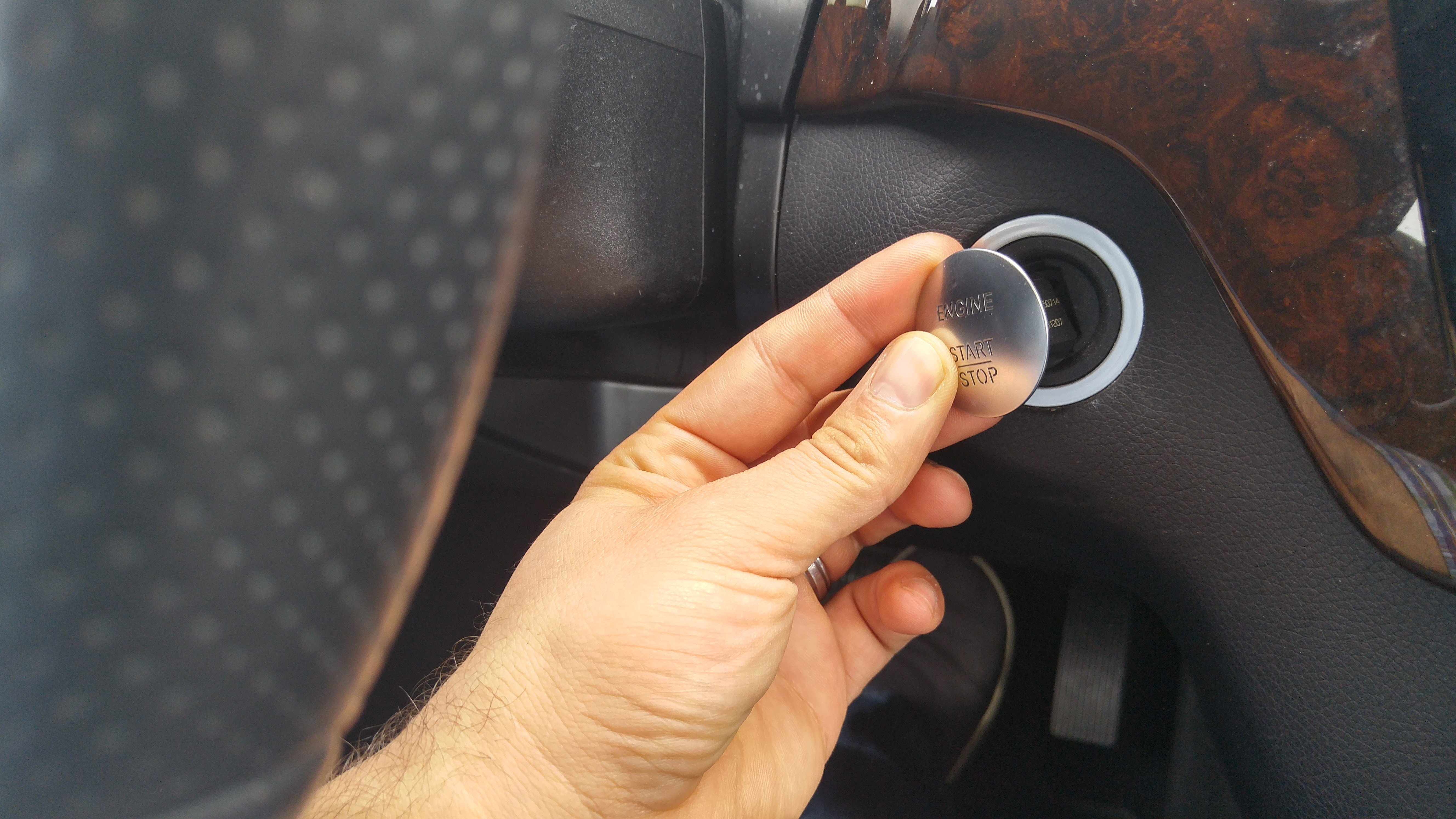 How To Start A Mercedes With Dead Key