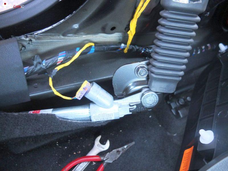 mercdes seat belt stuck after accident due to blown pretensioner