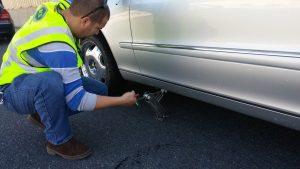 change mercedes flat tire
